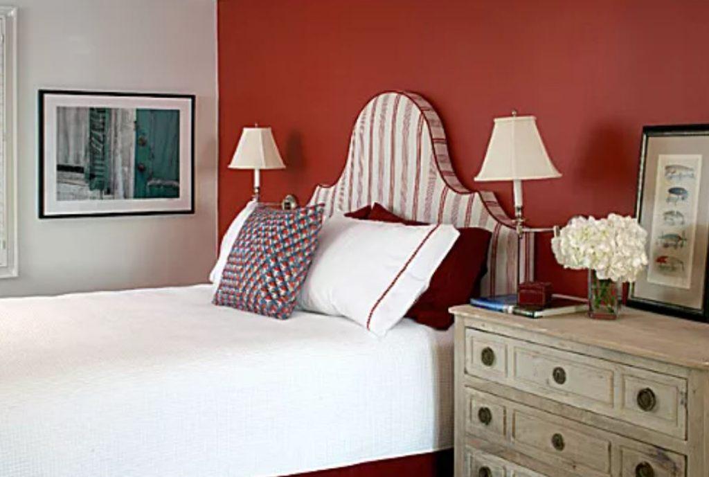 trang trí màu đỏ cho căn phòng